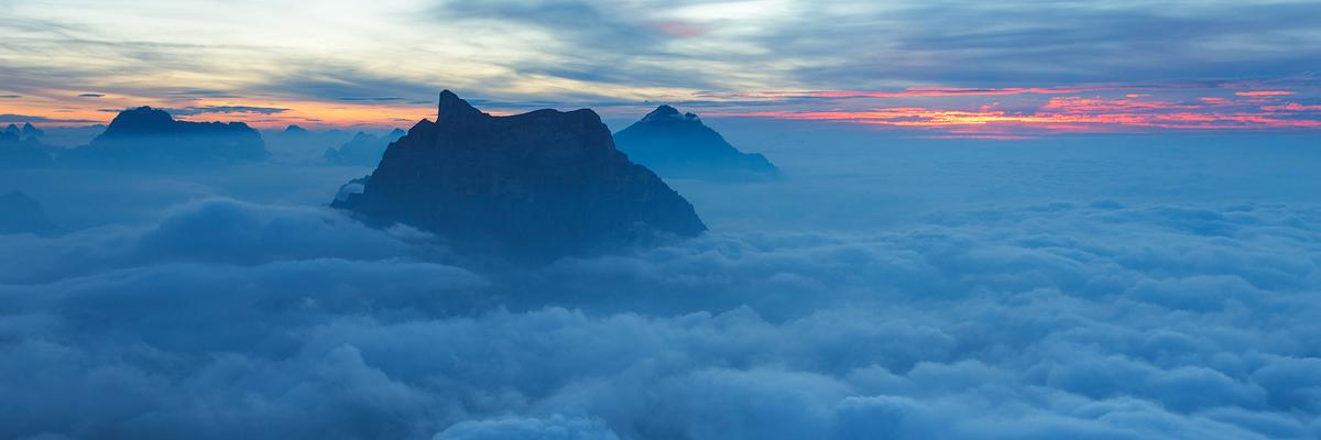 Pelmo all'alba dalla Cima Civetta